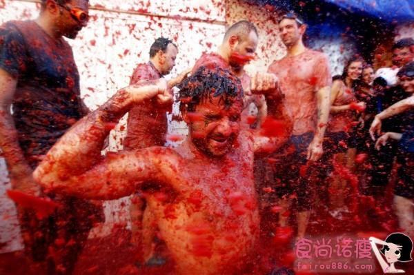 西班牙迎来西红柿狂欢节